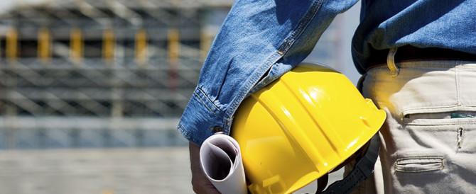 Come la crisi ha cambiato l'occupazione: crollano le costruzioni, bene i servizi