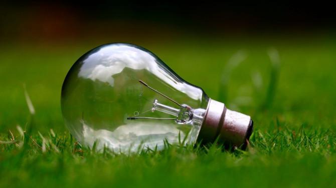 Bolletta energetica: negli ultimi otto anni quella delle famiglie è cresciuta dell'8,8%. Il 36,1% del prezzo finale è costituito da tasse e imposte.